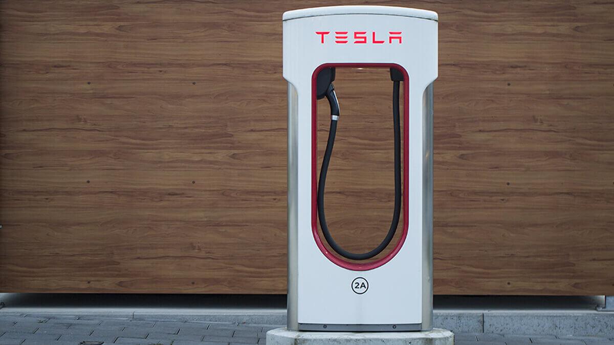 20000-supercharger-tesla-beschleunigt-ausbau-des-ladenetzes