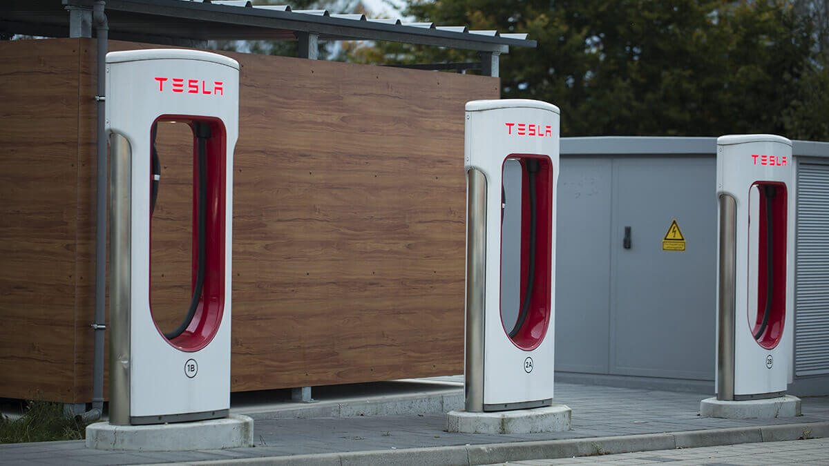 tesla-eroffnet-grosste-ladestation-56-superchargern