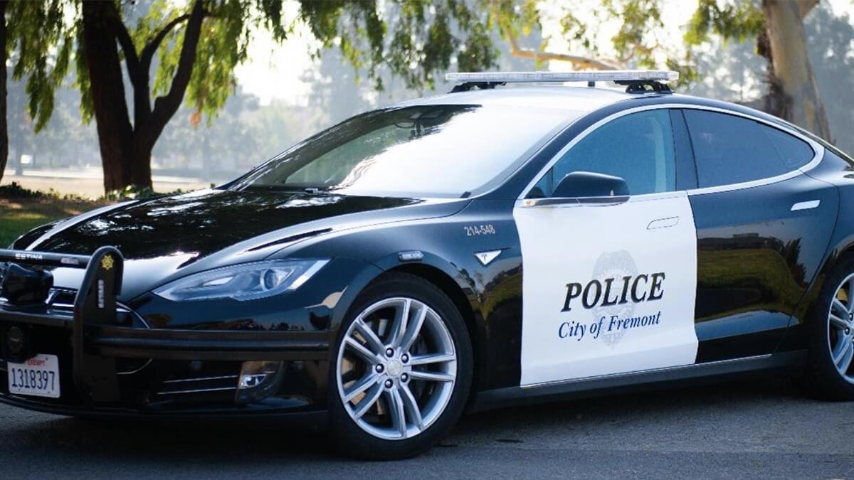 tesla-model-s-besteht-test-und-wird-polizeiauto