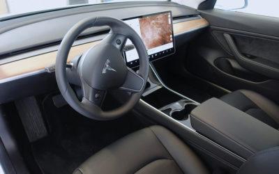 Tesla-Fahrer in Deutschland erhalten Warnung per In-Car-Benachrichtigung