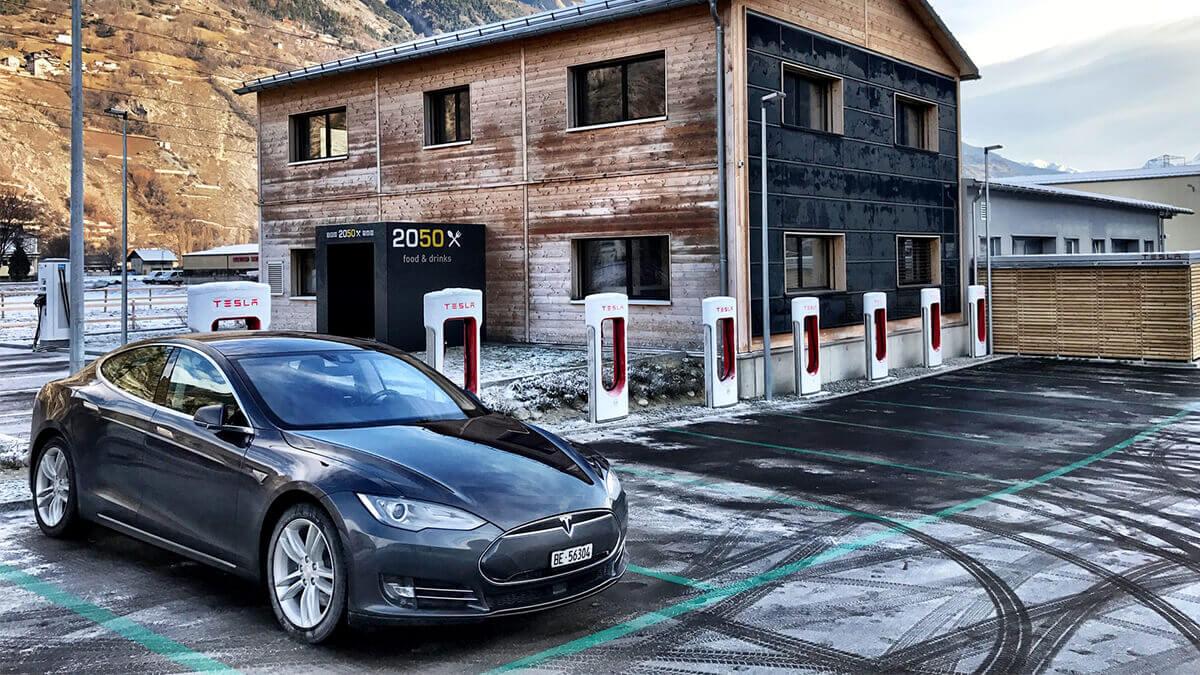 tesla-umwelt-supercharger-2021-erneuerbare-energie