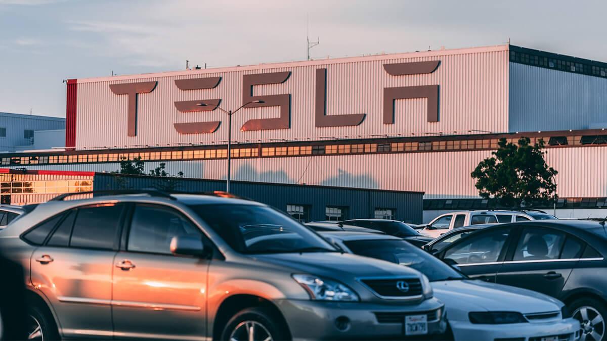 Elon Musk in England: Teslas nächste Gigafactory?