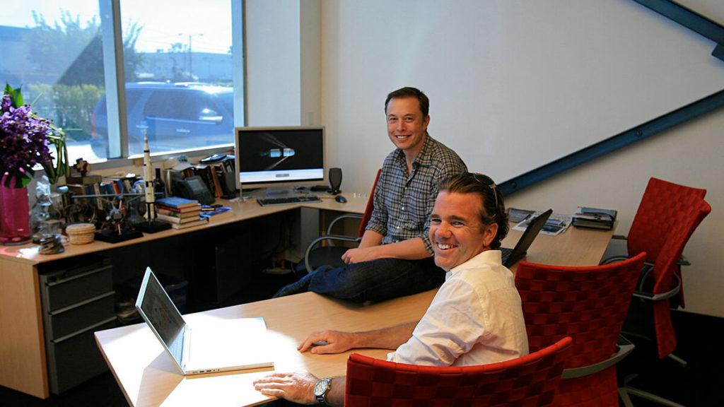 Elon Musk zusammen mit Franz von Holzhausen
