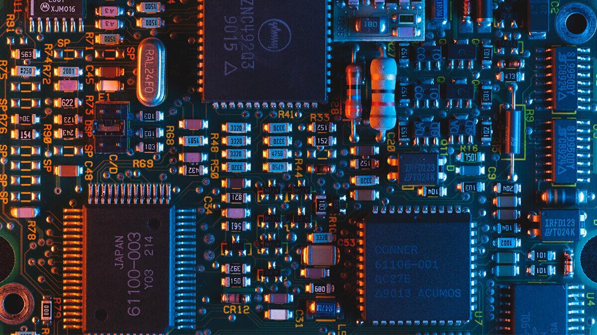 so-umgeht-tesla-die-globale-mikrochip-knappheit