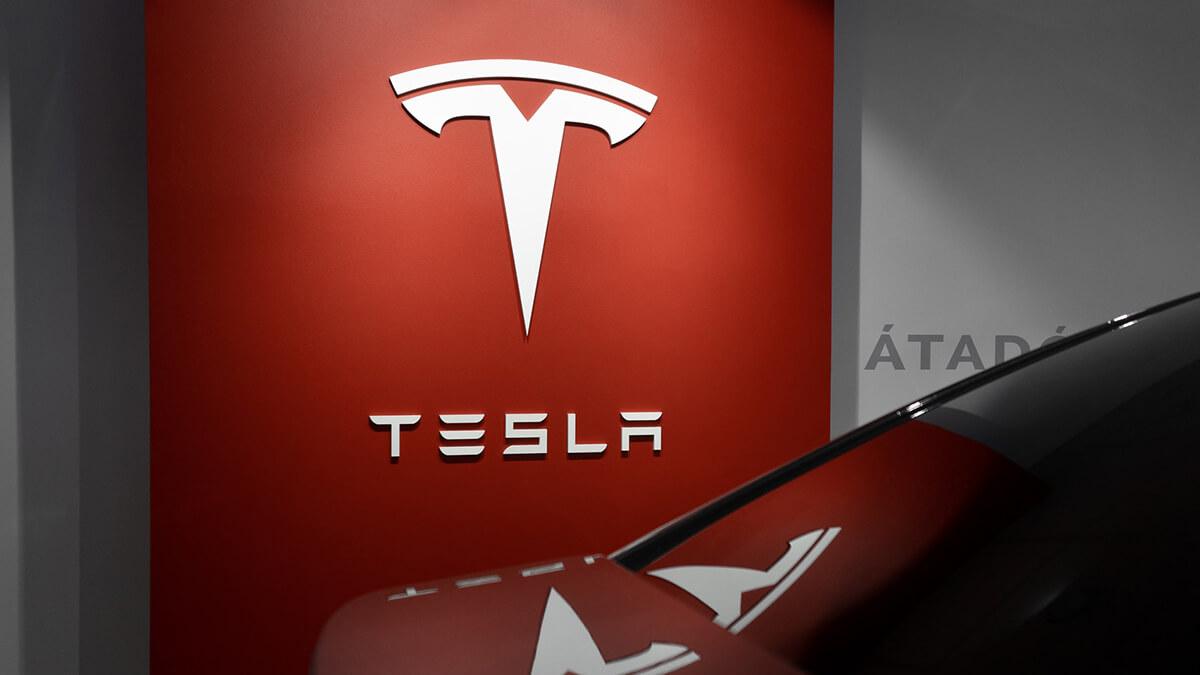 Tesla muss 13.000 Euro Entschädigung an Tausende Tesla-Fahrer zahlen