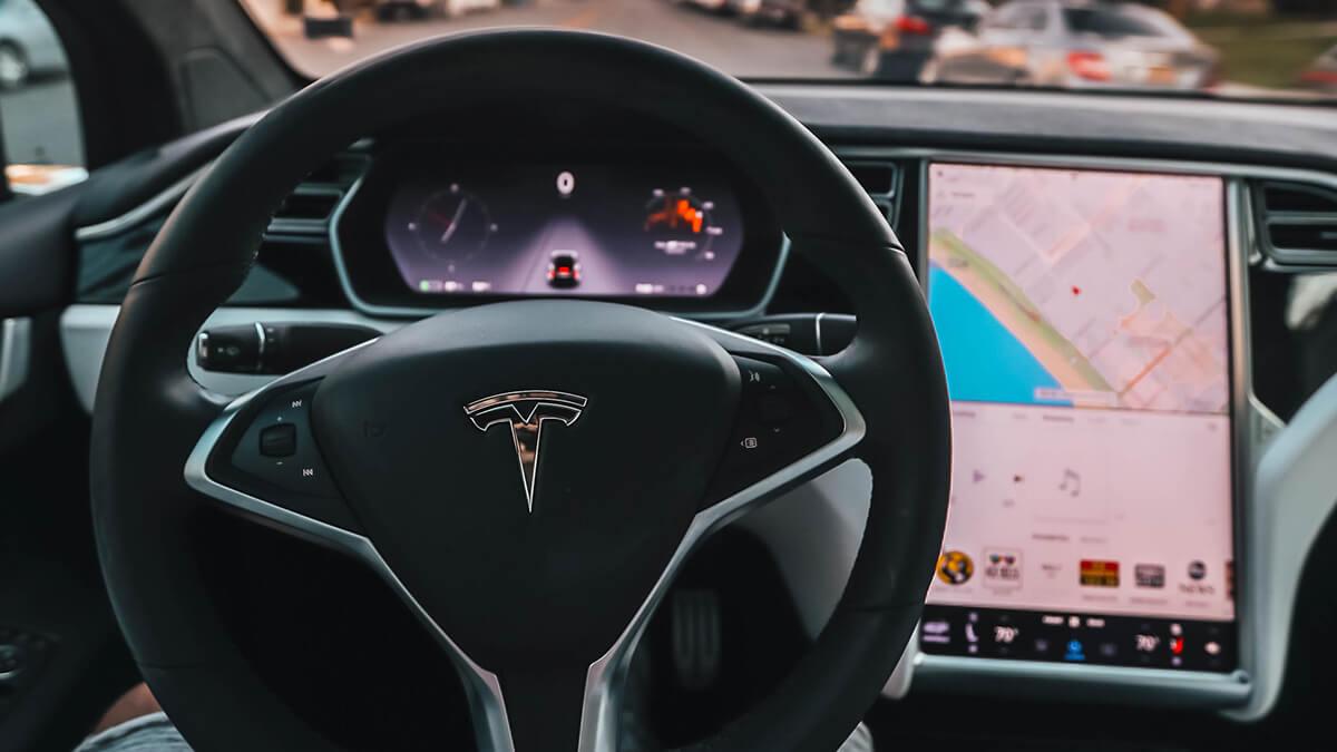 Tesla soll Kunden mit Autopilot in die Irre führen – was ist dran?