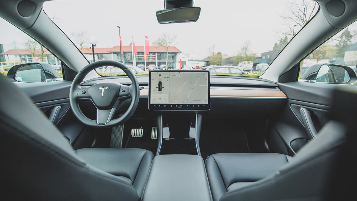 Tesla-Memo aufgetaucht: Liegt Elon Musk daneben mit Autopilot-Prognose?