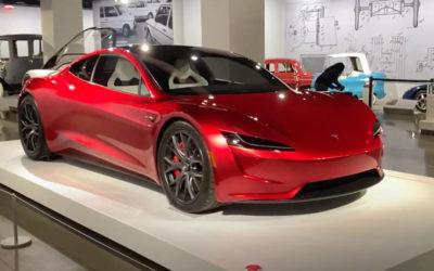 Tesla Roadster bei Ausstellung hautnah zu sehen