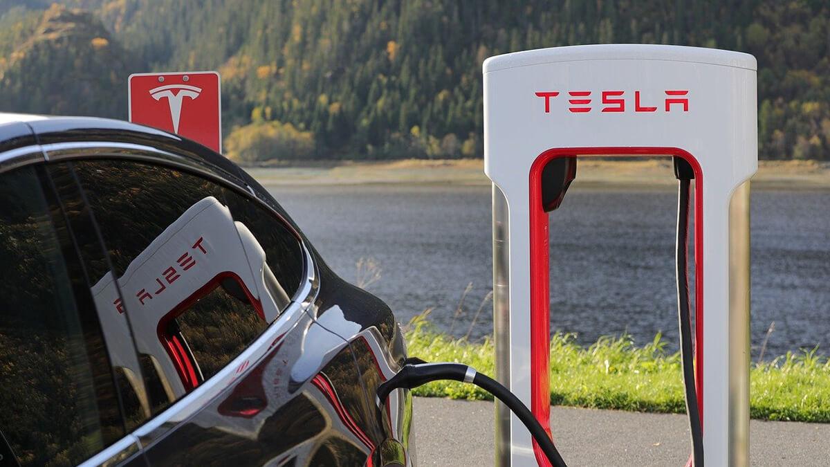 Tesla will 350 kW Schnellladung an Superchargern erreichen