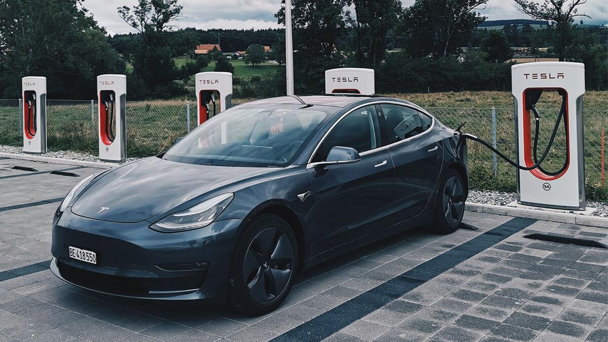 Tesla erreicht längste E-Auto-Route weltweit – 5.000 Kilometer von Ost nach West