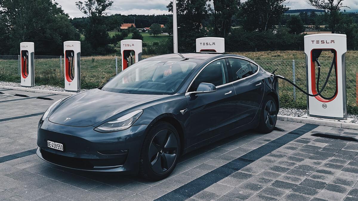 Tesla mit Minister Scheuer in Gesprächen über Supercharger-Öffnung