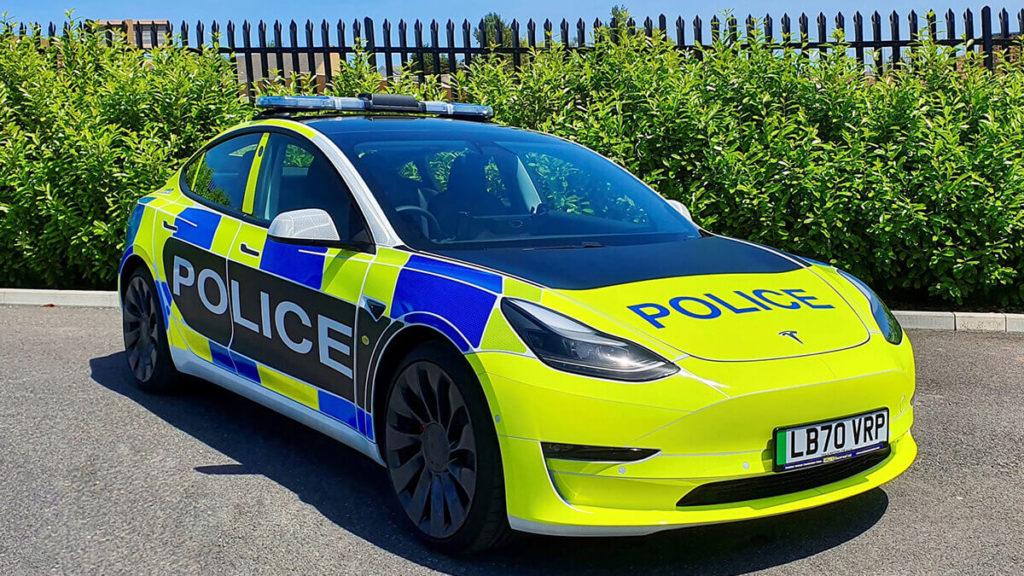 Tesla baut Model-3-Streifenwagen für die Polizei: So sieht das Model 3 als Polizeiauto für die britischen Behörden aus