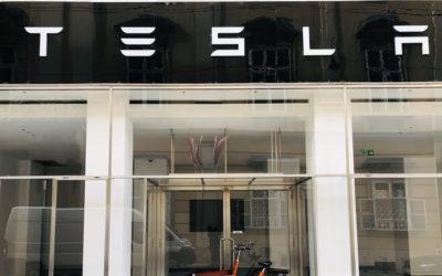 Führt Tesla endlich eine neue Autofarbe ein? Sichtungen machen Hoffnung