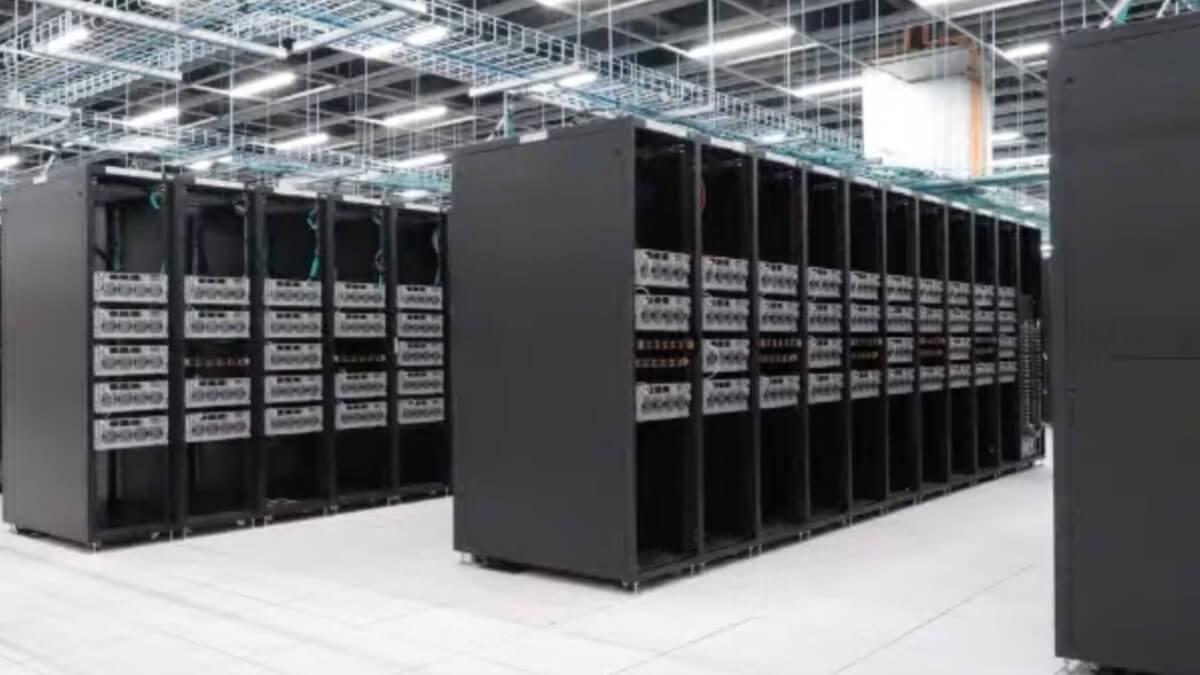 Tesla-Supercomputer auf Rang 5 der leistungsstärksten der Welt – er soll Autopilot trainieren