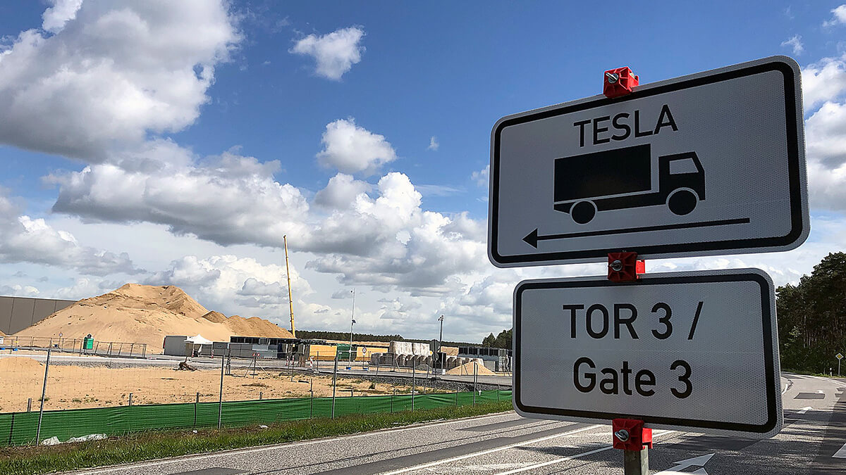 Großfahndung bei Tesla-Werk Grünheide: Behörden finden ungenehmigte Anlagen