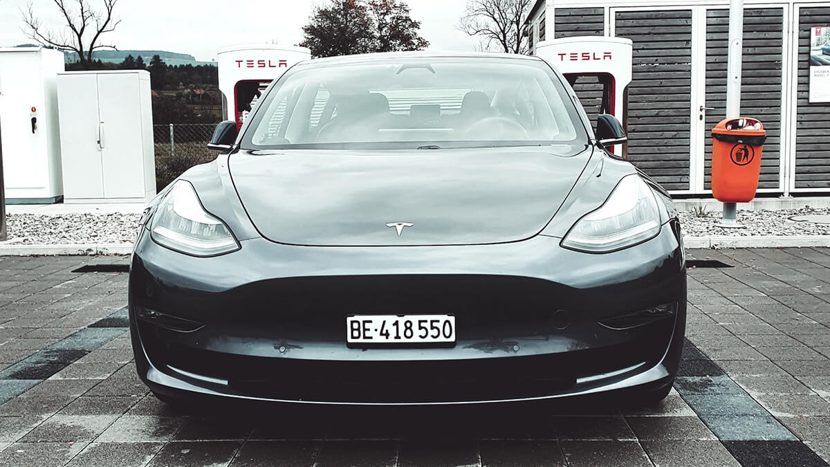 Tesla-Autopilot soll laut Elon Musk bald Sirenen und Notfahrzeuge erkennen