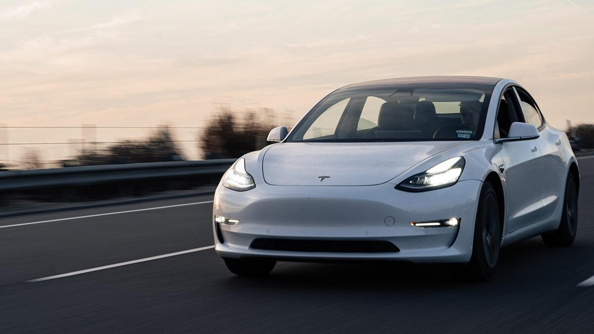 Tesla-Autopilot ist ab sofort im FSD-Monatsabo verfügbar – so viel kostet es