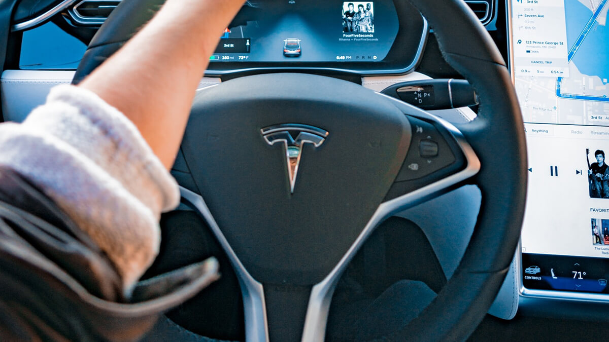 Tesla: Elon Musk gibt endlich Datum für Autopilot-Software-Update v9 bekannt