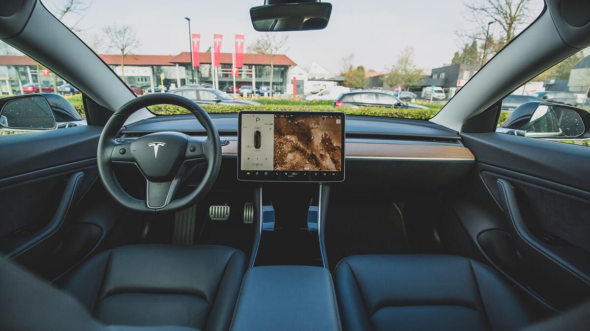 """Tesla: Software-Update bringt neue Benutzeroberfläche und """"Mind of car"""""""