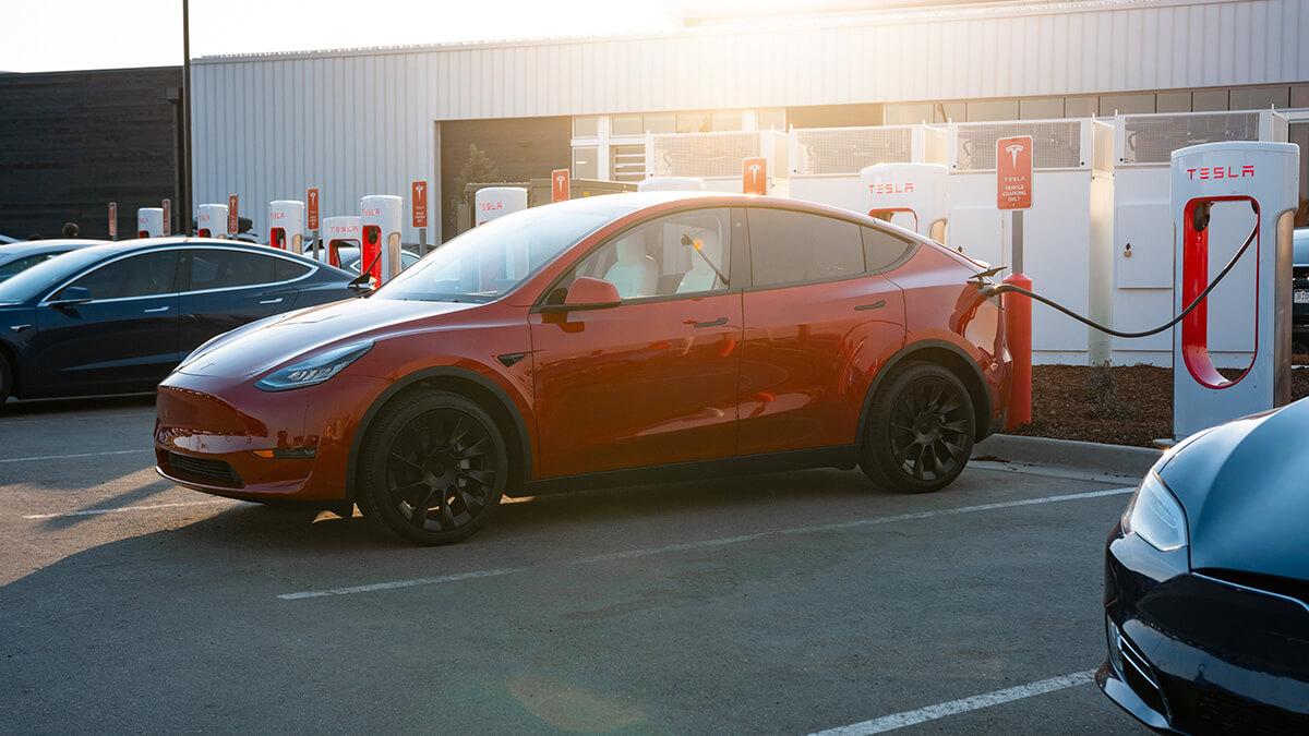 Tesla: Bald noch schneller laden dank Supercharger-Update