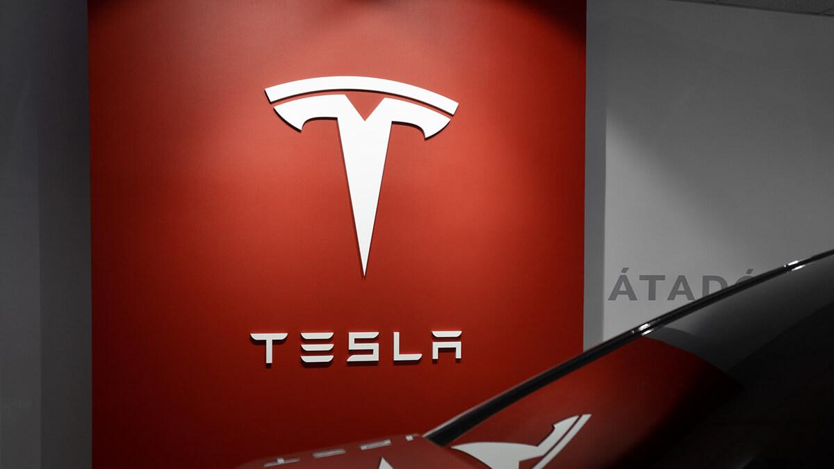 Tesla-Aktie: Analystin sieht Marktdominanz und erhöht Kursziel auf 855 Dollar