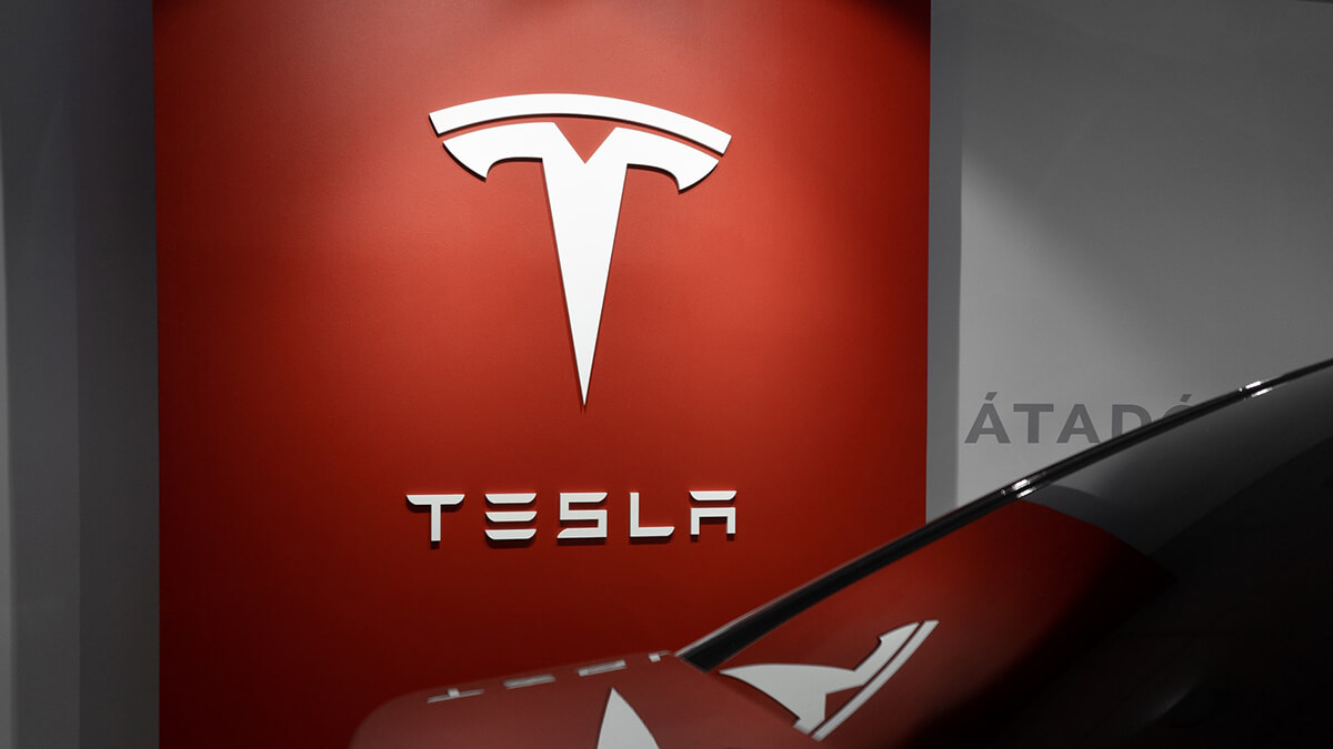 Tesla-Aktie steigt nach AI Day: starkes Potenzial in Autonomie