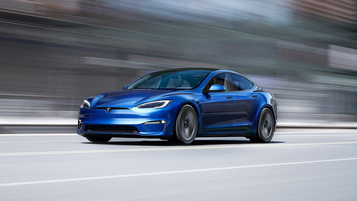 Tesla Model S Plaid fährt rennen gegen Taycan: Porsche-Fahrer bestellt danach Tesla