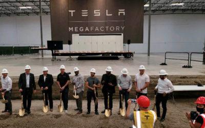 Tesla legt Grundstein für neue Megafactory in den USA
