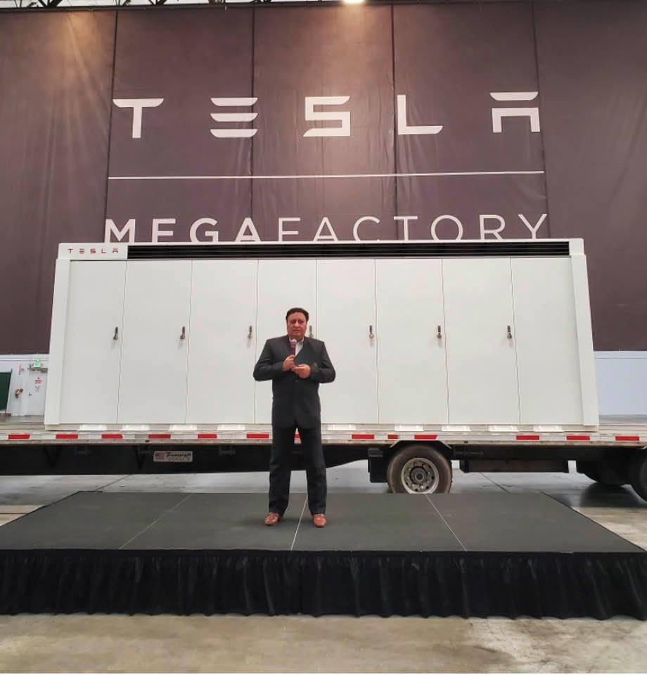 Tesla Megafactory: Spatenstich