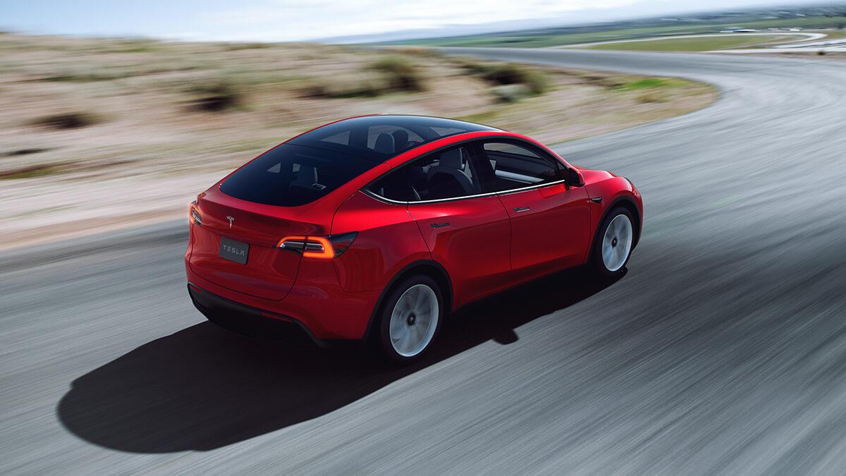 """Tesla Model Y besteht Fahrtestmit Bravur – """"eines der besten Autos, die wir je hatten"""""""