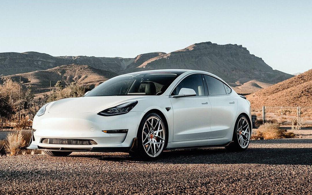Tesla-Aktie auf Allzeithoch: Unternehmen jetzt 900 Milliarden Dollar wert