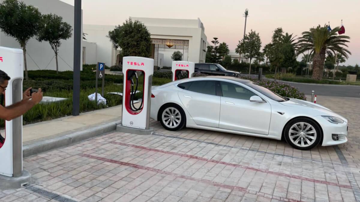 Tesla steigt in Markt in Afrika ein: 2 Supercharger-Stationen eröffnet