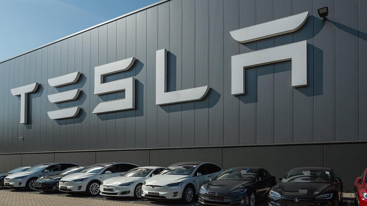 """Tesla und VW vor """"brutalem Wettbewerb"""": Volkswagen fürchtet Gigafactory Grünheide"""