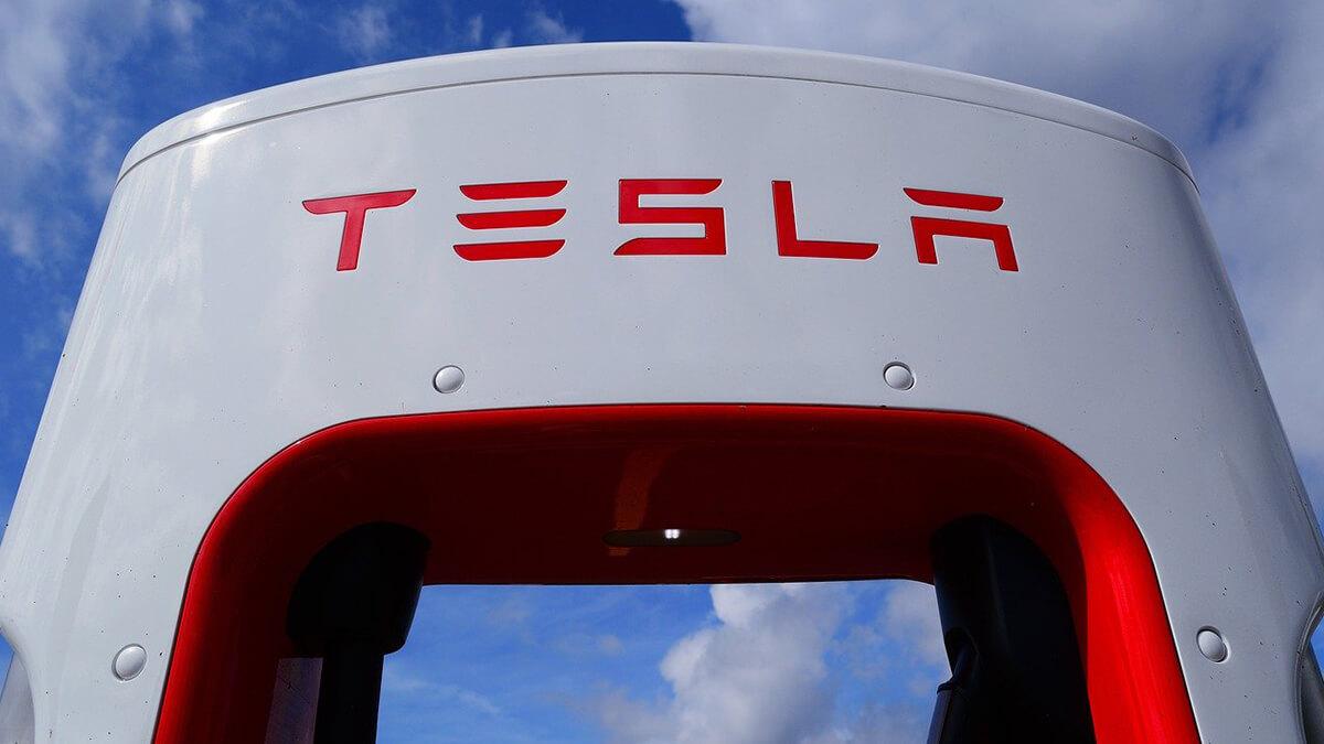 Immer weniger gegen Tesla-Aktie – Short-Positionen auf Allzeittief